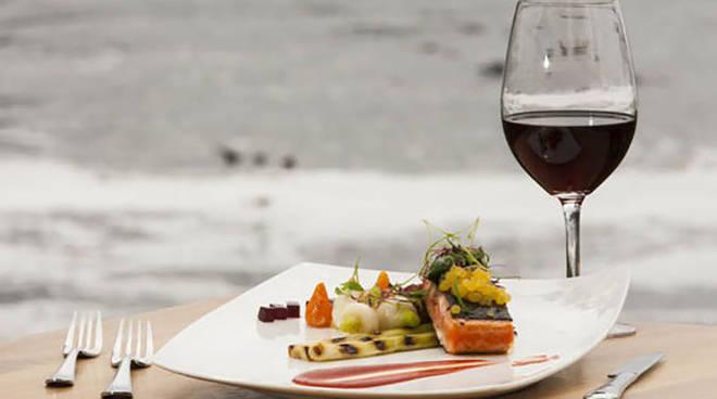 pesce-vino-rosso