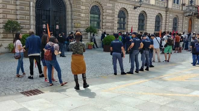 lavoratori stagionali frutta Saluzzo Cuneo