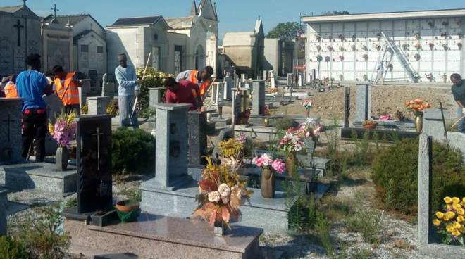 cimitero Busca richiedenti asilo