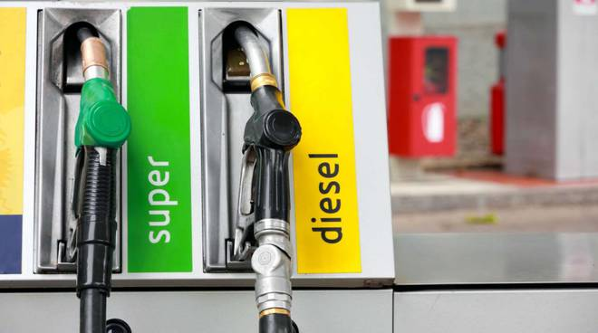 benzina gasolio benzinaio carburante