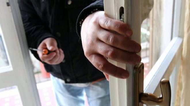 furto ladro abitazione generica