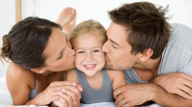 genitori bambino famiglia