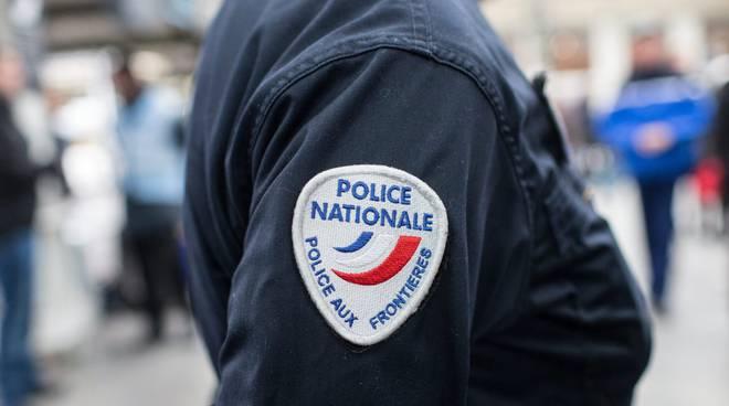 Polizia police nationale francese frontiera frontiere