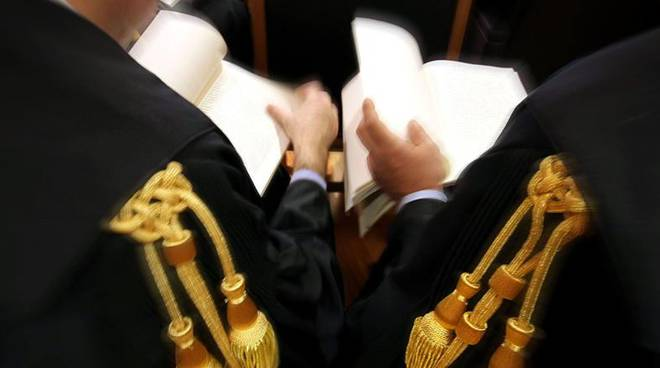 Avvocato, tribunale generica