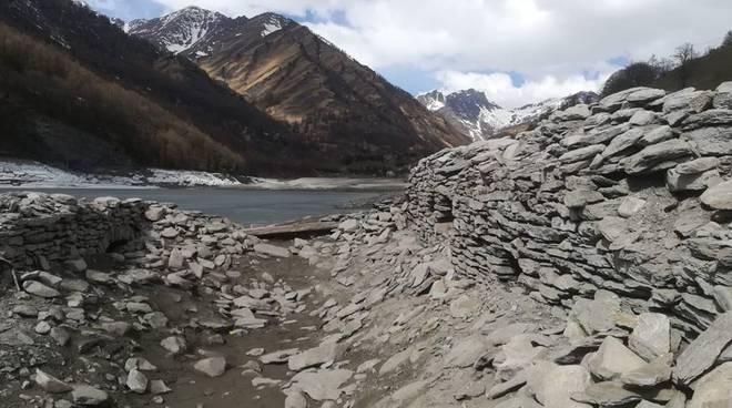 lago-pontechianale-in-secca-10485