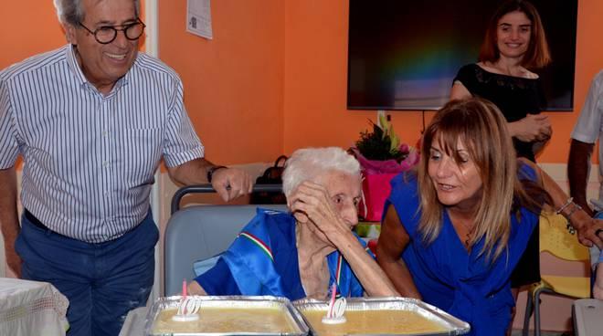 Festa alla residenza Orchidea di Costigliole per i cento anni di Neta Vassallo