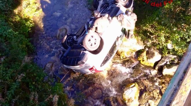 auto in fiume roaschia
