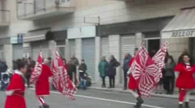 Saluzzo, gruppo sbandieratori e musici Borgo San Martino onorano il santo patrono - Cuneo24