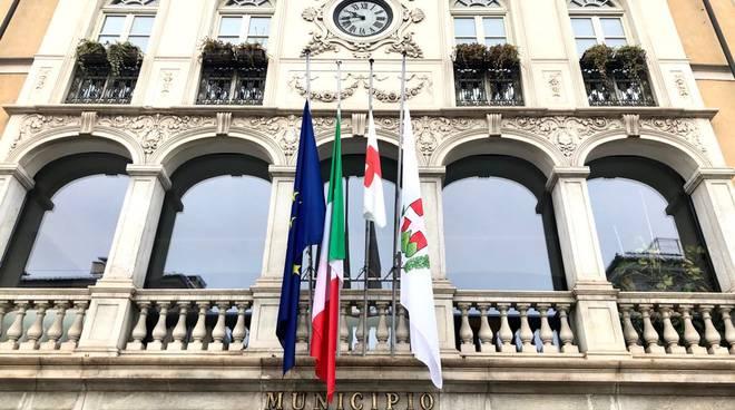 mondovì bandiere mezz'asta municipio
