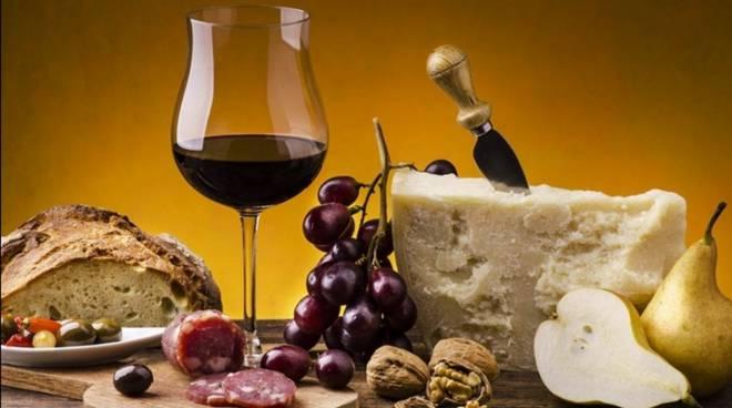 vino formaggio salame
