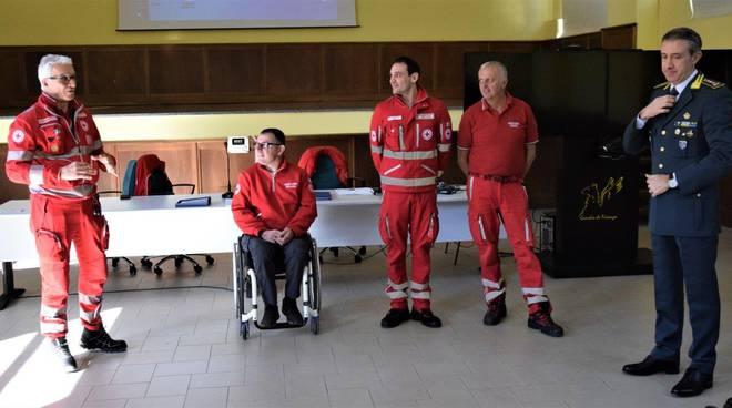 Guardia di finanza e Croce Rossa