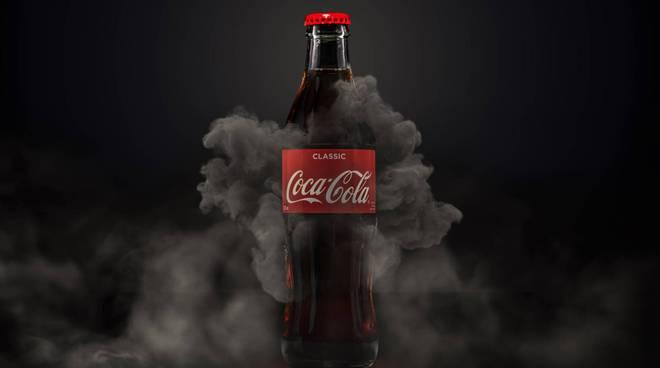 Possibili filamenti di vetro in Coca-Cola, lotti richiamati - Salute & Benessere