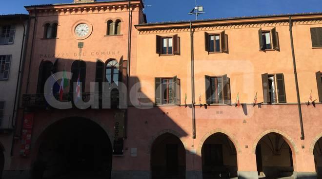 ALBA - Palazzo del comune - municipio in piazza risorgimento