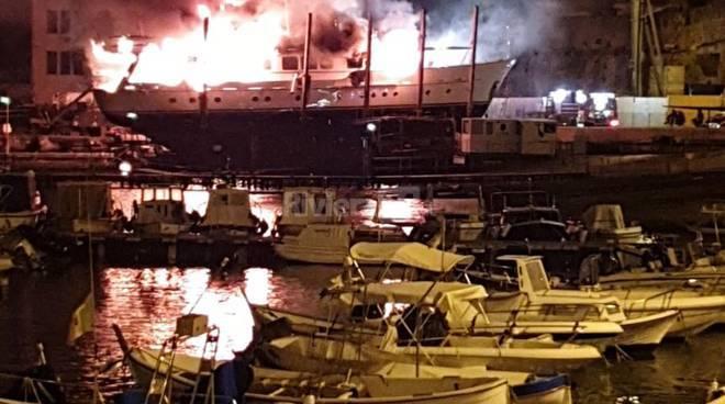 incendio barca sanremo