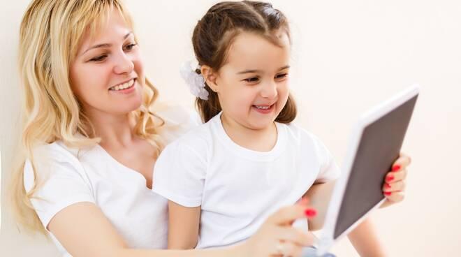 tecnologia bambino tablet pixabay