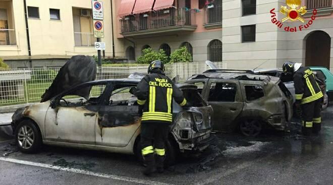 auto incendiate borgo san dalmazzo