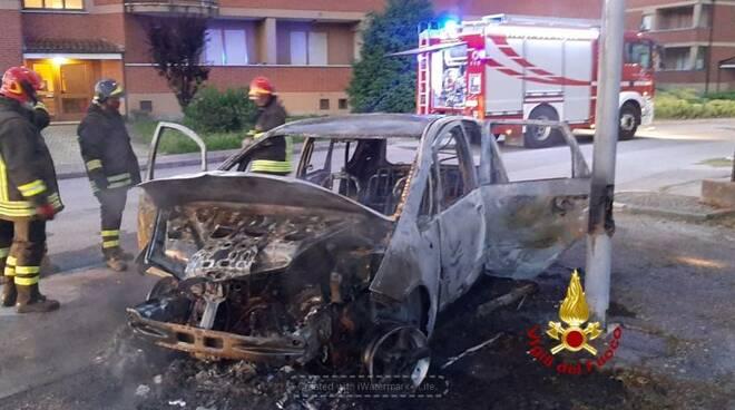 incendio auto carru