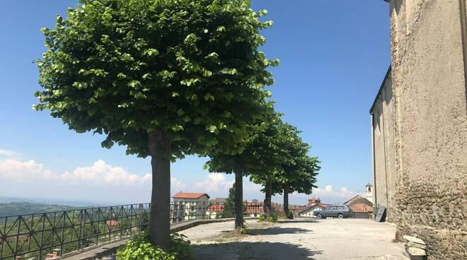 Murazzano piazza parrocchia