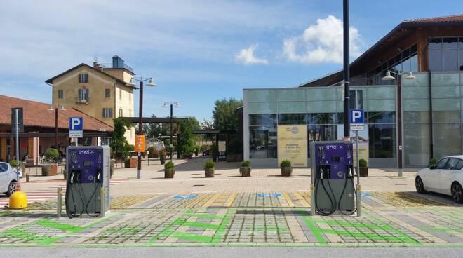 mondovicino outlet village ricarica veicoli elettrici