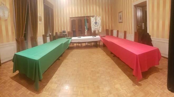 tavolo consiliare tricolore peveragno