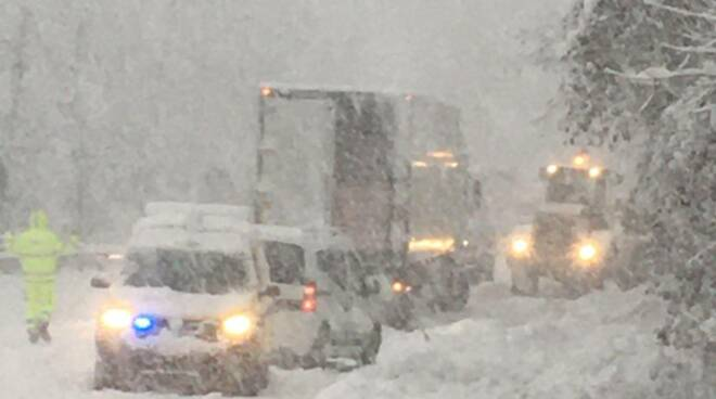 camion NUcetto neve