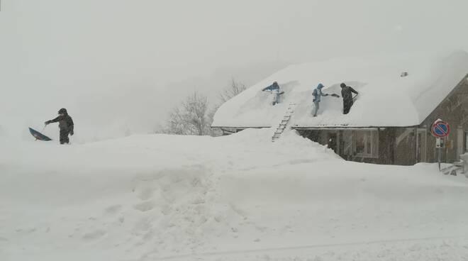 Prato Nevoso neve dai tetti Daniele Ferro