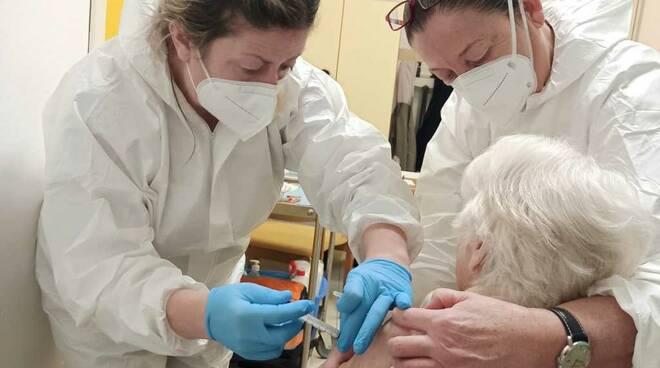 rsa montepulciano bra vaccino nonna maria luigia 98 anni