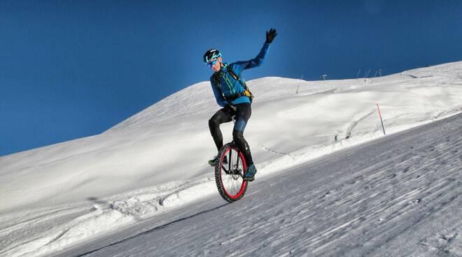 Marco Liprandi monociclo sulla neve