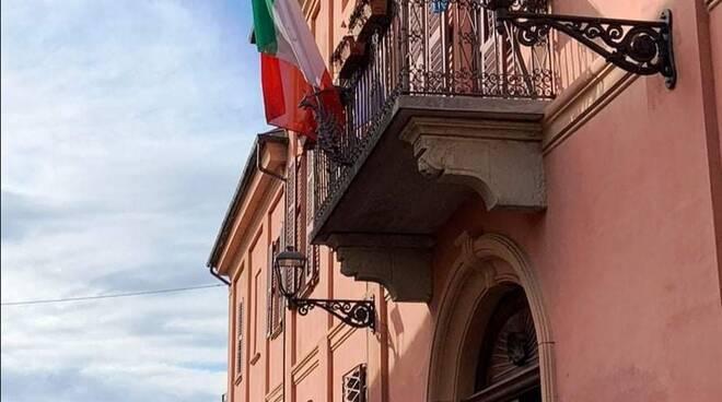 Municipio busca bandiere mezz'asta