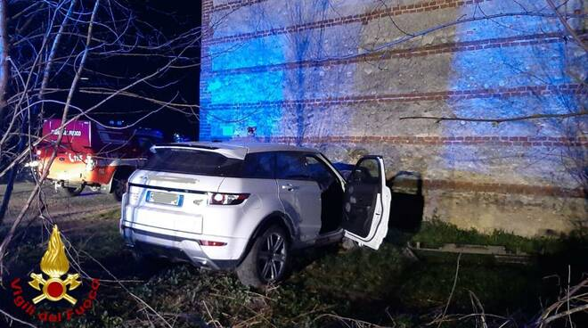 auto contro muro saluzzo