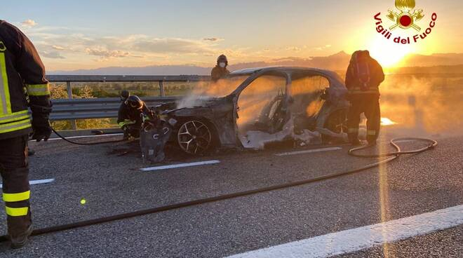 incendio auto a6