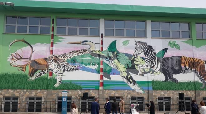 inaugurazione murales iena cruz scuola madonna dell'olmo