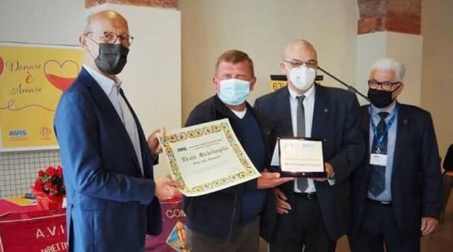 Michelangelo Nicola premiato con Oscar generosità avis