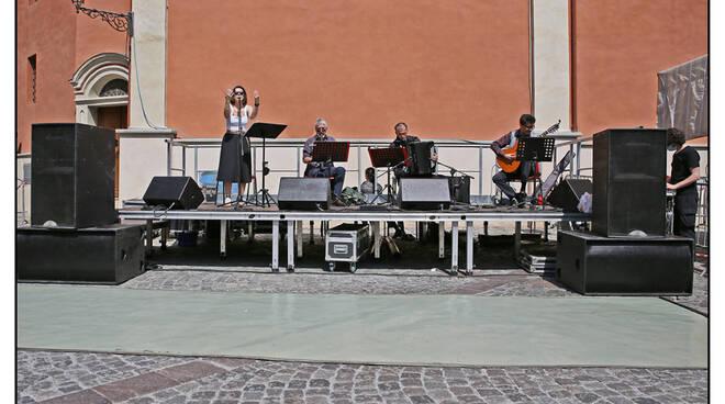 mercato in musica tango boves