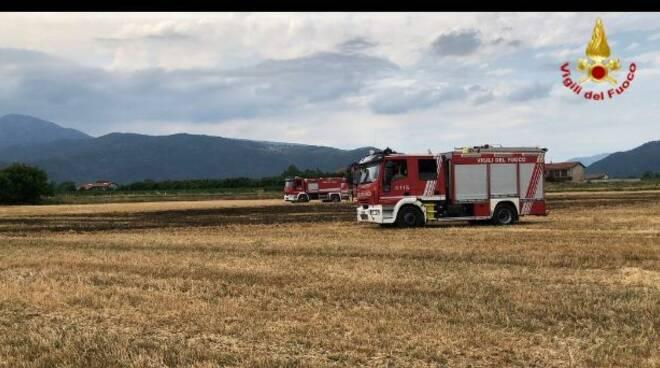 incendio campo di grano tra caraglio e busca