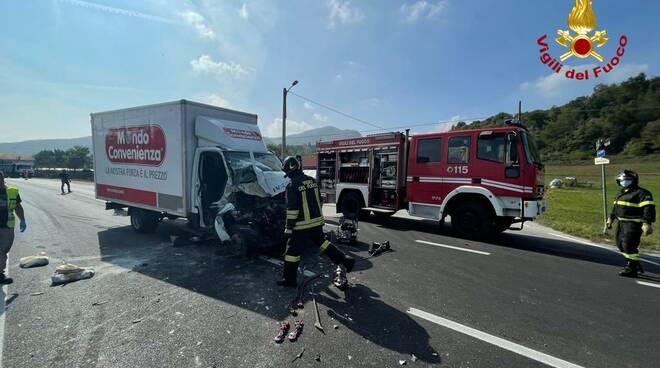 incidente stradale cervasca furgoni
